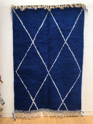 Tapis berbère Beni Ouarain bleu intense à losanges blancs 2,51x1,65m