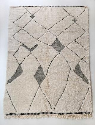 Tapis berbère Beni Ouarain écru à motifs noirs gravés 2,98x2,06m