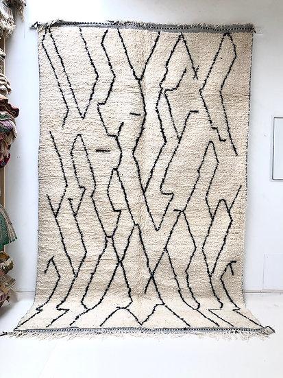 Tapis berbère Beni Ouarain à motifs libres noirs 3,16x1,98m
