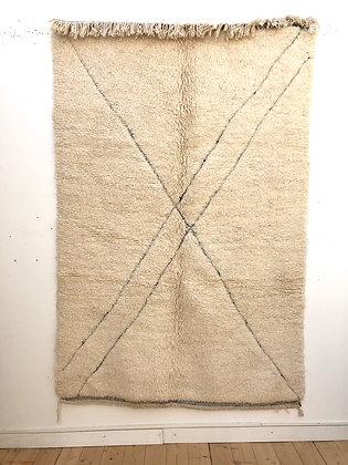 Tapis berbère beni Ouarain à lignes gravées dans la trame 2,33x1,56m