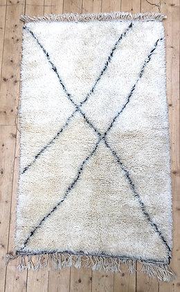 Tapis berbère Marmoucha à lignes noires 1,54x0,98m