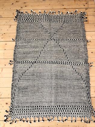 Tapis berbère Kilim Zanafi noir et blanc 1,47x1,04m