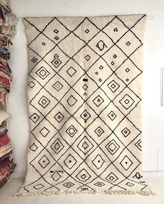 Tapis berbère Beni Ouarain à motifs noirs 2,96x1,87m