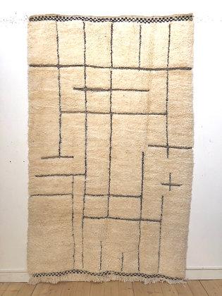 Tapis berbère Beni Ouarain à motifs géométriques noirs gravés 2,62x1,62m