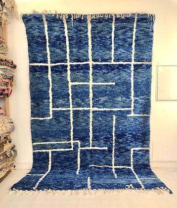 Tapis berbère Beni Ouarain bleu chine à motifs blancs 3,37x2,08m