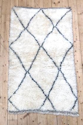 Tapis berbère Marmoucha à losanges noirs 1,56x0,97m