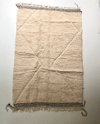 Tapis berbère beni ouarain à motifs graphiques dans la trame 2,6x1,55m