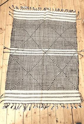 Tapis berbère Kilim Zanafi noir et blanc 1,88x1,3m