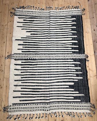 Tapis berbère Kilim Zanafi noir et blanc 2,02x1,46m