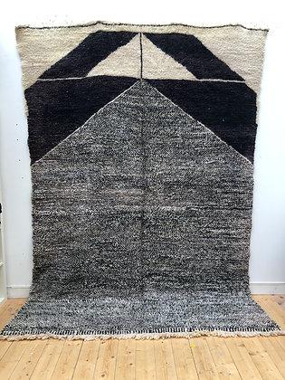 Tapis berbère Beni Ouarain chiné noir et blanc à motifs noirs 3,18x2,17m