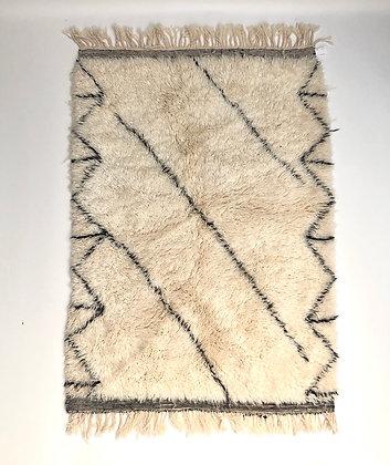 Tapis berbère Marmoucha à motifs noirs 1,56x1,09m