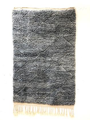 Tapis berbère Beni Ouarain gris souris à losanges tissés dans la trame 2,12x1,33