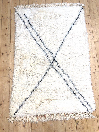 Tapis berbère Marmoucha à lignes noires 1,55x1,05m