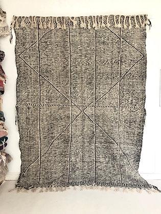 Kilim berbère marocain Zanafi noir et blanc 2,76x2,06m