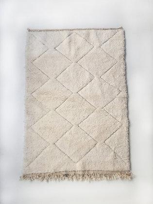 Tapis berbère Beni Ouarain écru uni à motifs géométriques gravés 1,45x1m