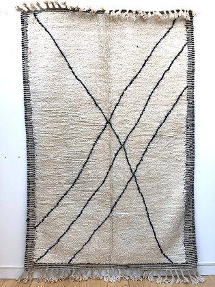 Tapis Beni Ouarain cadre Zanafi à motifs noirs 2,57x1,68m