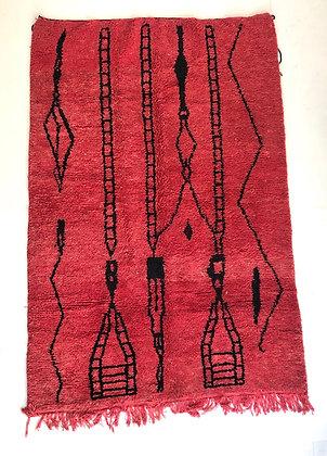 Tapis berbère Beni ouarain rouge à motifs noirs 2,42x1,60m