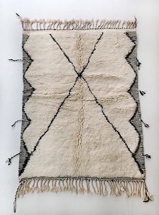 Tapis berbère Beni Ouarain écru à motifs graphiques noirs 1,90x1,40m
