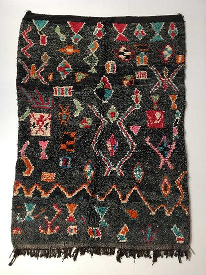 Tapis berbère Boujaad noir à motifs colorés 2,4x1,50m