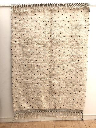 Tapis berbère Beni Ouarain à pois noirs 2,4x1,69m