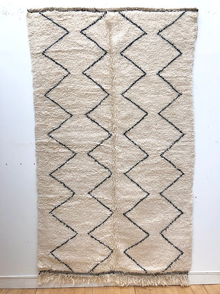 Tapis berbère Beni Ouarain à zigzags noirs 2,46x1,51m