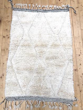 Tapis berbère Beni Ouarain uni à motifs gravés dans la trame 1,52x1,03m