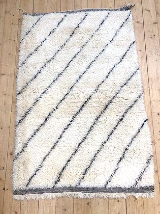 Tapis berbère Marmoucha à lignes noires 1,63x1,13m
