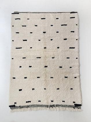 Tapis berbère Beni Ouarain écru à motifs noirs 2,40x1,60m
