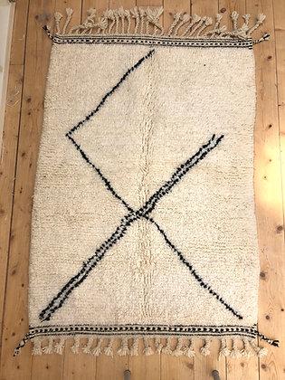 Tapis berbère Beni Ouarain à motif géométrique noir 1,36x0,98m