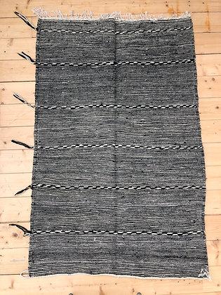 Tapis berbère Kilim Zanafi noir et blanc 1,48x0,97m