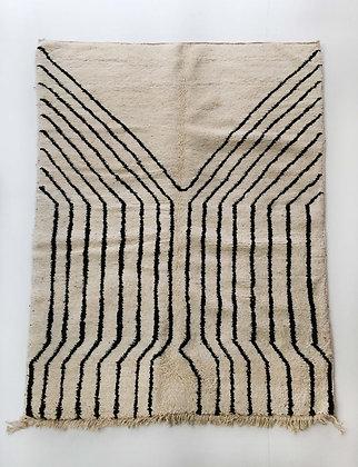 Tapis berbère Beni Ouarain écru à motifs graphiques noirs 2,22x1,54m