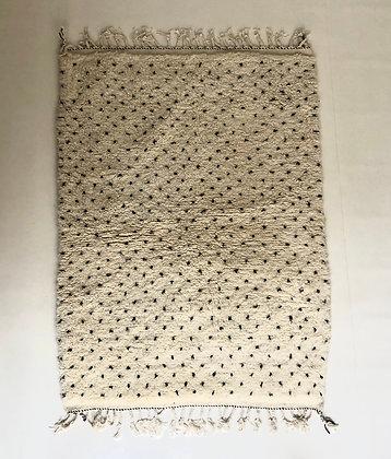 Tapis berbère Beni Ouarain à pois noirs 1,75x1,27m