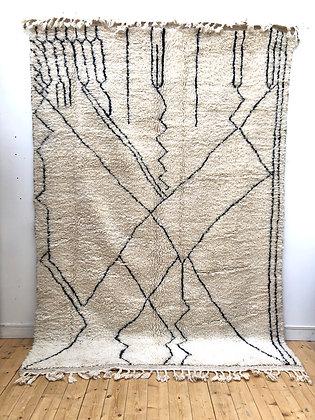 Tapis berbère Beni Ouarain écru à motifs géométriques noirs 3,01x2,1m