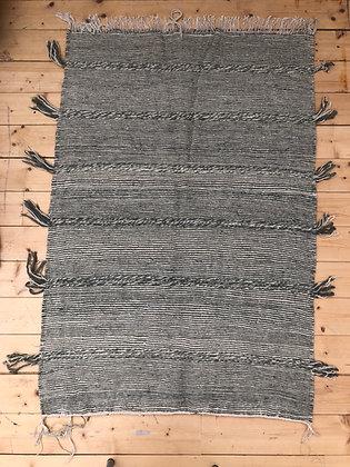 Tapis berbère Kilim Zanafi gris foncé et blanc 1,49x1m