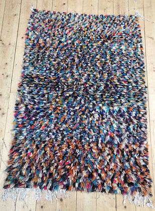 Tapis berbère Boujaad à pois colorés 1,43x0,97m