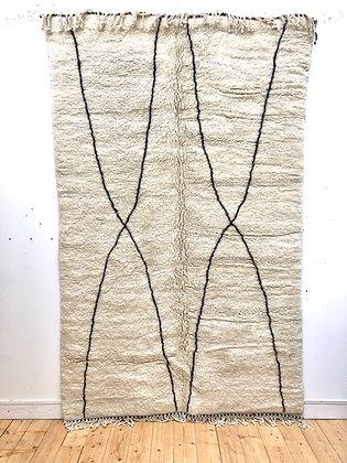 Tapis berbère M'rirt à motifs géométriques noirs 2,6x1,6m