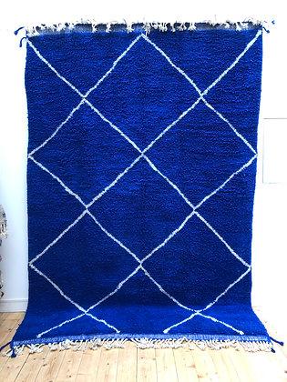 Tapis berbère Beni Ouarain bleu intense à losanges blancs 3,12x2,12m