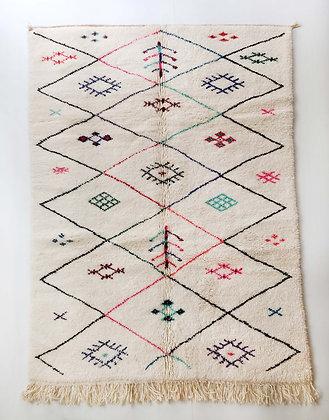Tapis berbère Beni Ouarain écru à losanges noirs et motifs colorés 2,60x1,68m