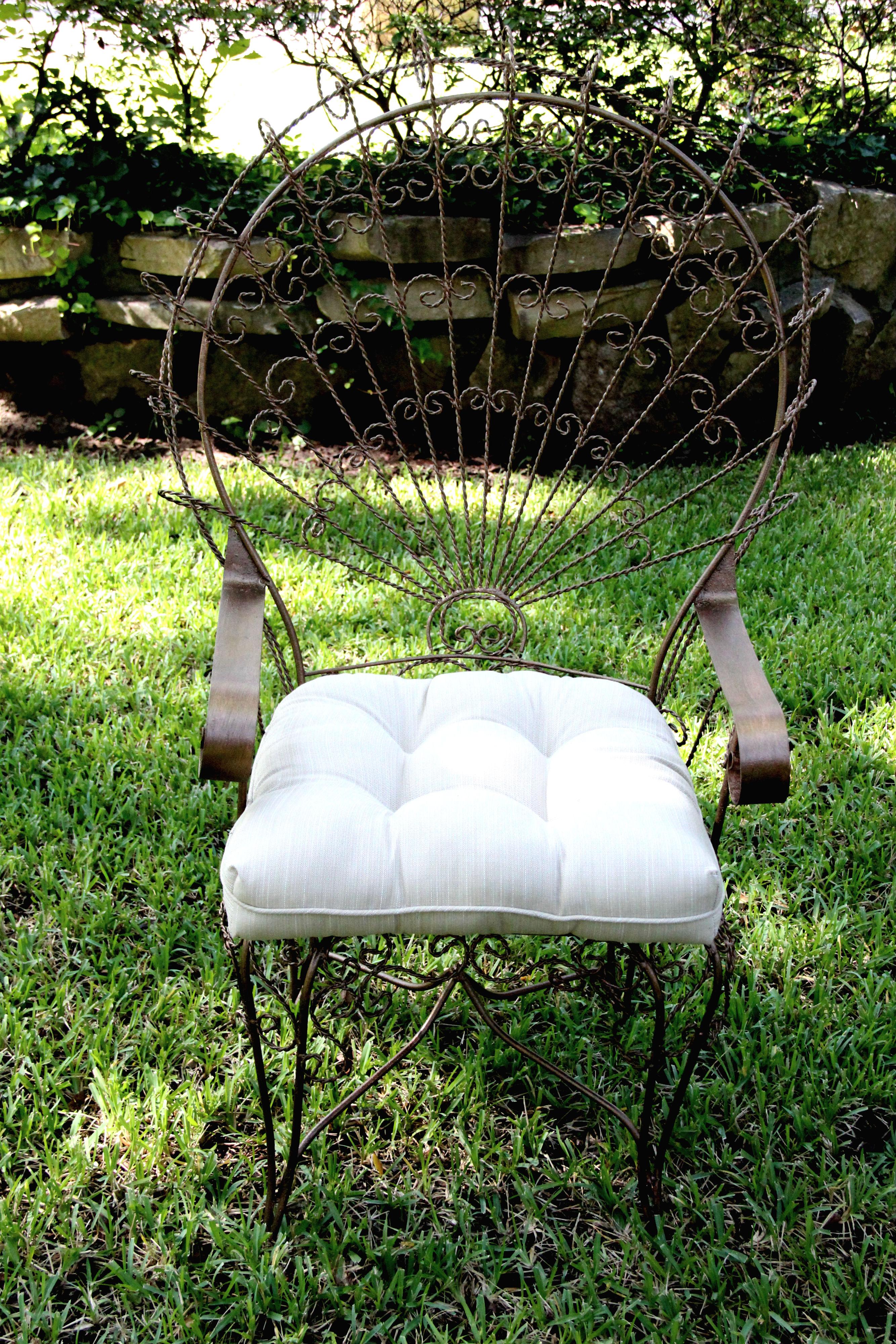 Peacock Lounge