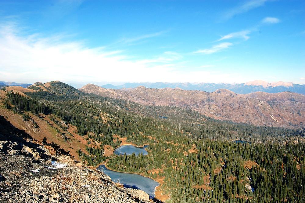 Hiking in the Jewel Basin hiking area in Montana - ©MK McClintock #lake #mountains