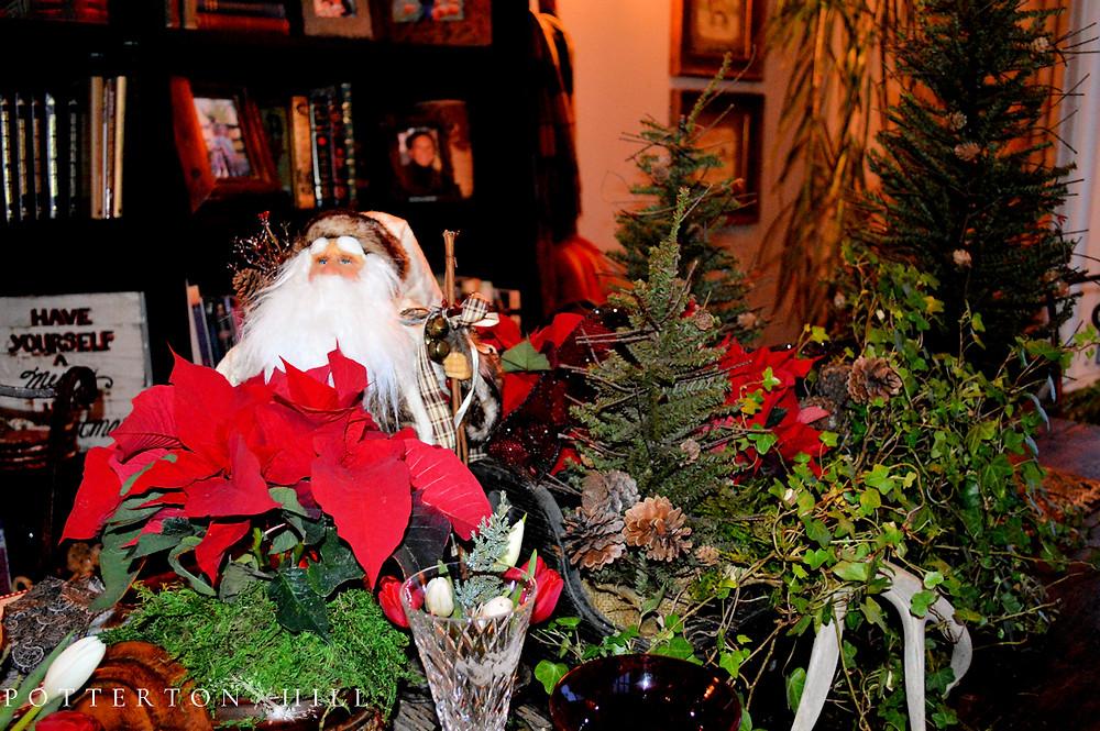 Christmas is Coming_PottertonHill.com_Christmas centerpiece