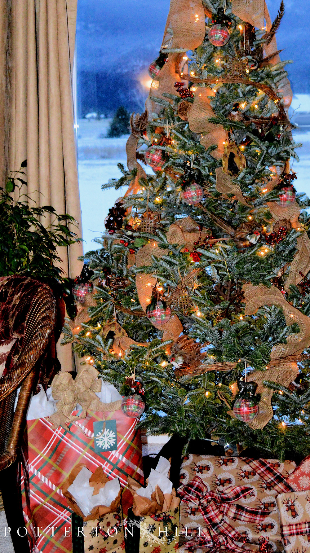 Christmas is Coming_PottertonHill.com_Christmas tree decorated