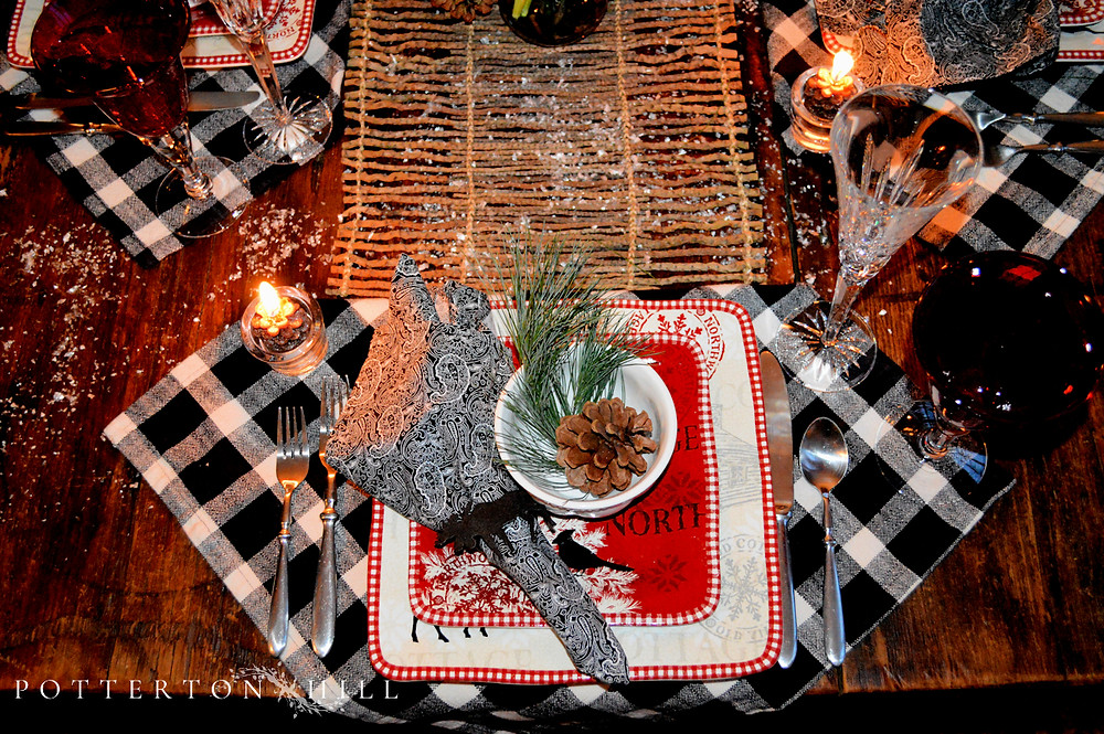 Christmas is Coming_PottertonHill.com_Christmas tablescape