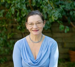 Author Maybelle Wallis