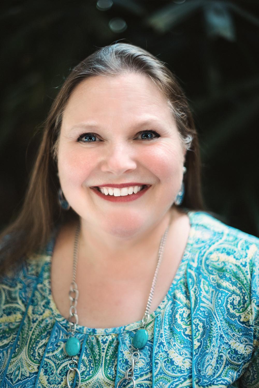 Author Dana R. Lynn
