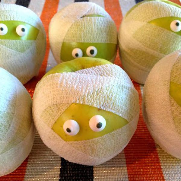 Halloween treat - Mummy Apples