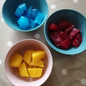 Colour mixing with ice cubes