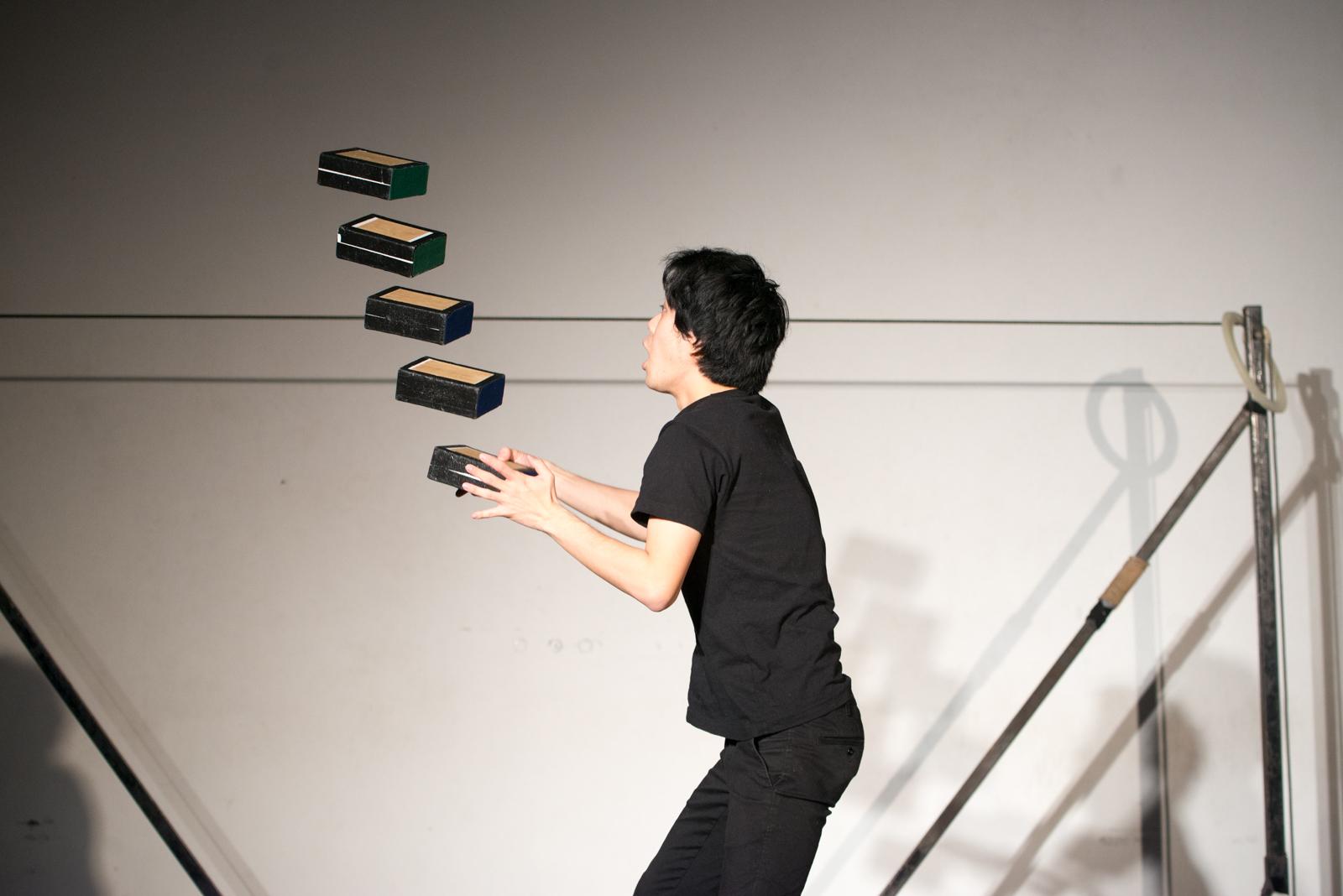 Profi  zsonglőr/ Expert juggling