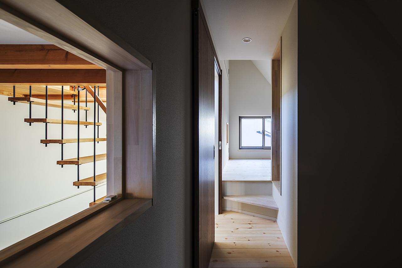 寝室やクローゼットは斜線によって斜め天井
