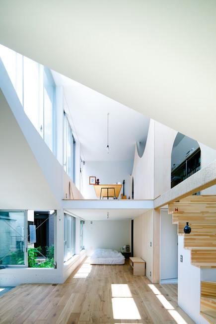 2階と1階の小さな場所を見る